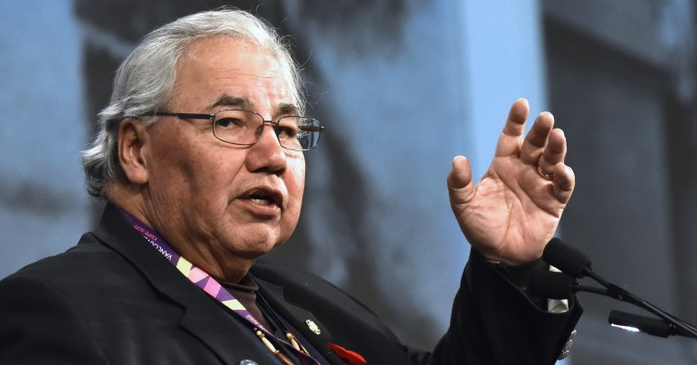 Justice Murray Sinclair speaking at podium at CUPE Convention